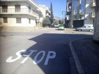Σήμανση των οδοστρωμάτων στις κάθετες οδούς της Ιουστινιανού