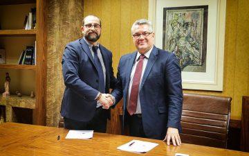 Υπογράφηκε από τον Δήμαρχο Δράμας, κ. Χριστόδουλο Μαμσάκο και τον εκπρόσωπο του Πανεπιστημίου Λευκωσίας, κ. Αναστάσιο Δημητρίου, σύμφωνο συνεργασίας μεταξύ του Δήμου Δράμας και του Πανεπιστημίου Λευκωσίας
